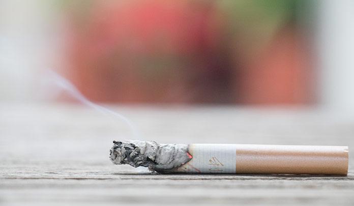 抽烟后有3种表现的人,说明你的肺已经严重受损伤