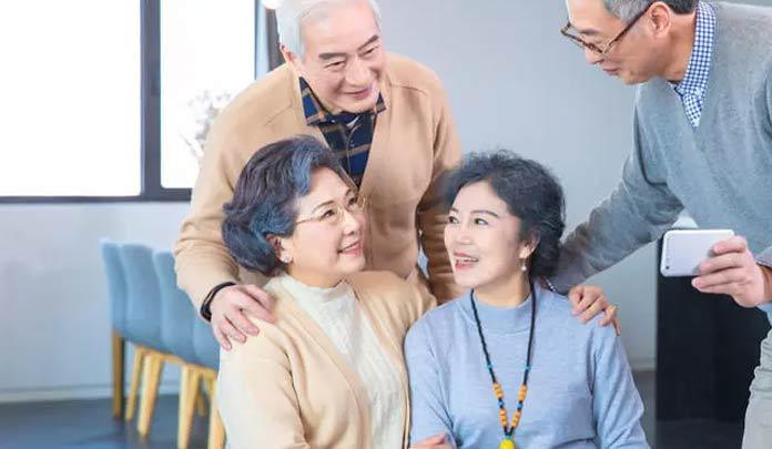 护理老年痴呆,日常需注意这5点